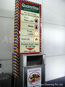 空港に設置された食品を廃棄するゴミ箱