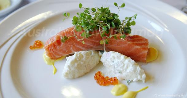 オーストラリアのレストランで食事をする時の服装などのマナー