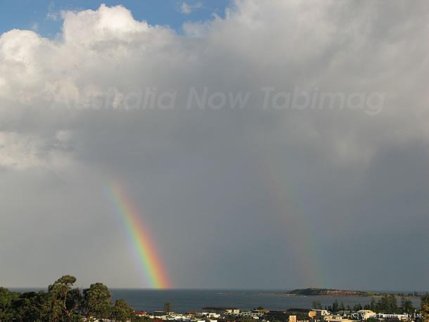 海と空を繋ぐ2本の虹の架け橋 2010月9月10