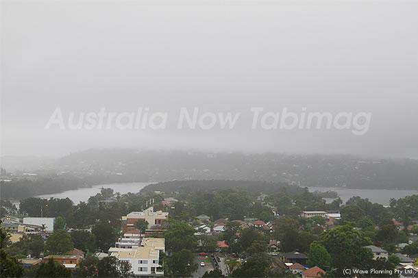 超がつくほど悪天候!雨に霞むシドニー郊外の山と湖 2010年12月01日
