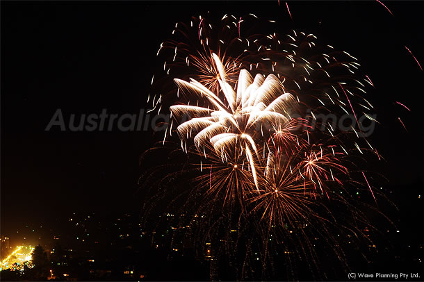 夏の到来を祝うお祭り!ラグーン・フェスティバルの花火 2010年12月11日