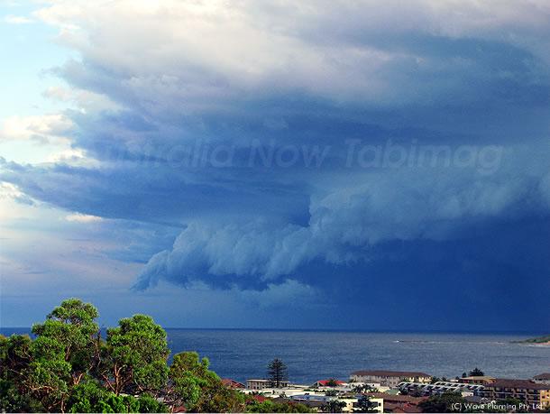 シドニー沖海上に忍び寄る魔の手 2010年12月19日