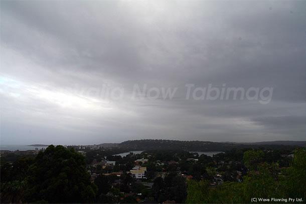 QLD州大洪水!その影響でシドニーも暗い雲に覆われて… 2011年1月11日