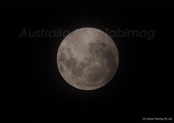 今夜は満月! シドニーの夜空にぽっかりと浮かぶ月 2011年1月20日