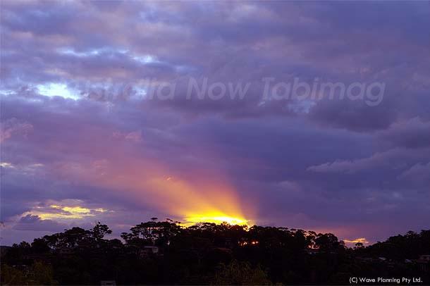 天を照らすビームのような夕陽 2011年2月8日