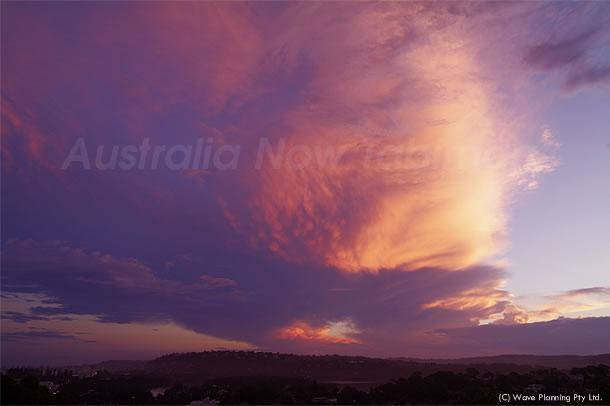 秋の訪れ? 真っ赤に染まった夕焼け雲 2011年2月17日