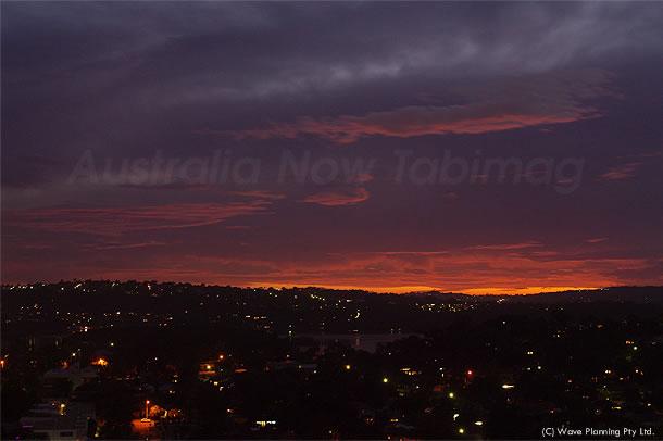 街を赤く染めるシドニー郊外の夕暮れ 2011年2月19日
