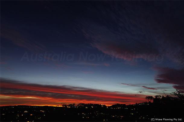 夕暮れ空に現れた紅色の帯 2011年2月20日