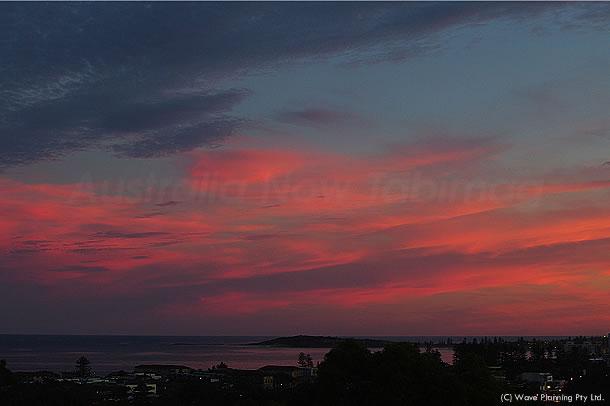 海までがピンク色の染まったシドニーの夕暮れ