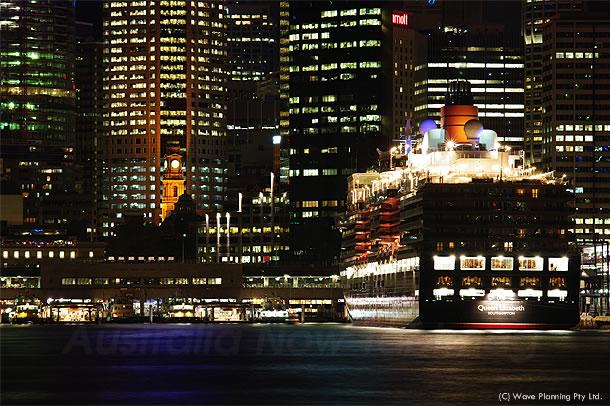 クイーンエリザベス&メリー、2隻の豪華客船がシドニーに寄航 2011年2月22日