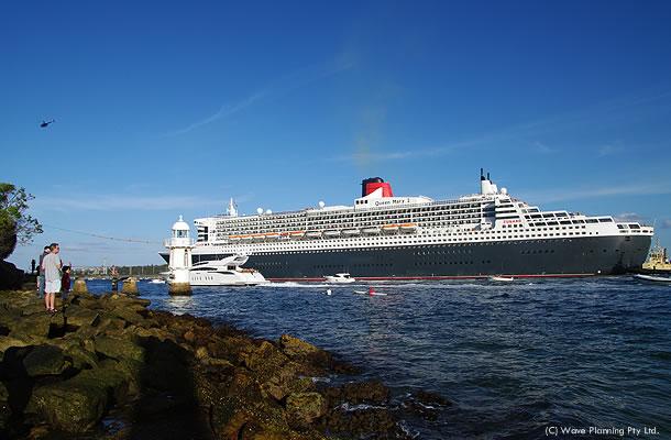 豪華客船クイーンメリー2号、ニュージランドへ向けて出航 2011年2月23日