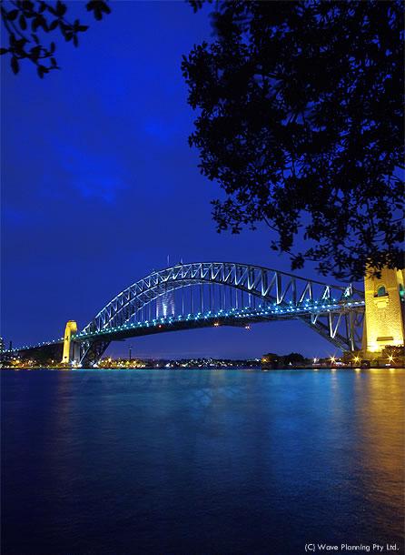 美しくライトアップされたハーバーブリッジ 2011年2月28日