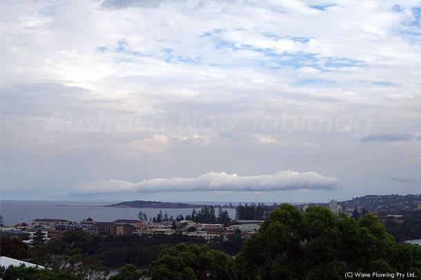 シドニー沖の南の空に現れた竜 2011年3月10日