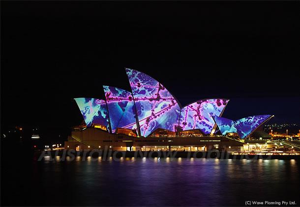 今月はビビッドシドニー!カラフルにライトアップされたオペラハウス 2011年5月11日