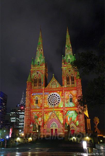 ビビッドシドニー☆ 大聖堂がカラフルにライトアップ! 2011年5月20日
