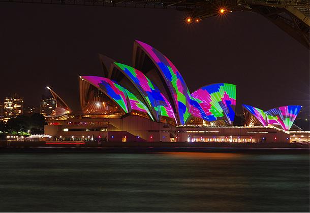 ビビッドシドニー2011☆ カラフルなモザイク模様にライトアップされたオペラハウス 2011年6月10日