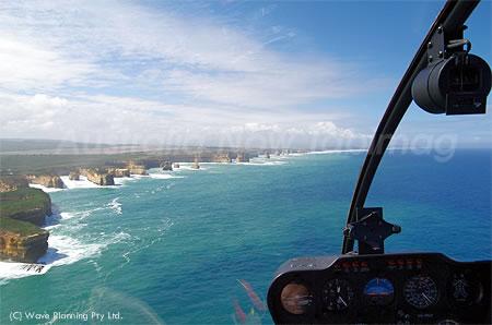 ヘリで上空から眺めるグレートオーシャンロード