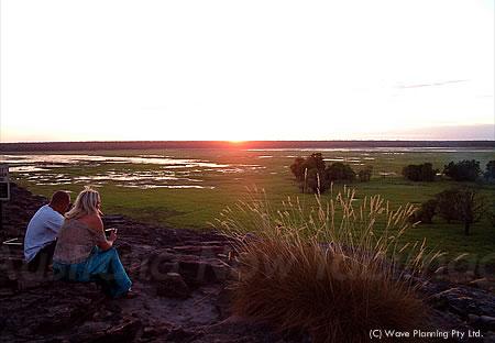 カカドゥ国立公園内の展望所ウビルーからのサンセット