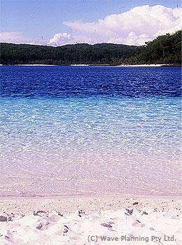 マッケンジー湖は信じられないほどの透明度!