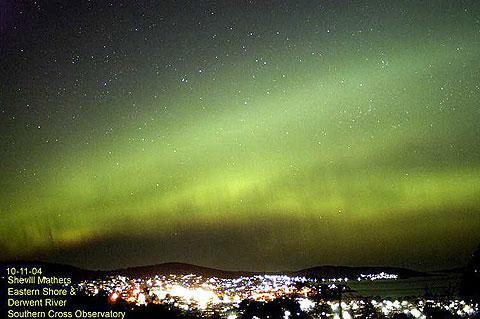 タスマニアの首都ホバートで撮影されたオーロラ タスマニアで撮影されたオーロラ (C) Shevill Mathers, Southern Cross Observatory- Tasmania. 撮影された
