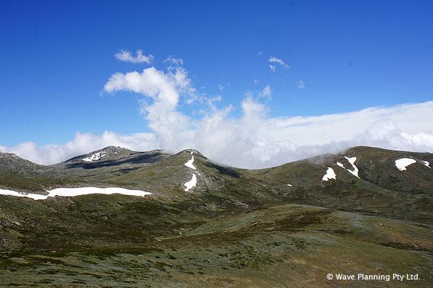 オーストラリア大陸の最高峰、コジオスコ山の山頂付近