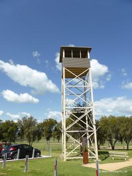 捕虜収容所の監視塔
