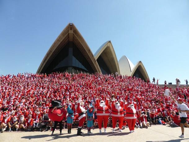 オペラハウス前に集結した数千人のサンタは壮観!サンタ・ファン・ラン2014 @シドニー