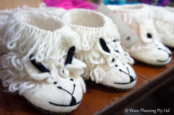 かわいい羊のベビー用ルームシューズ