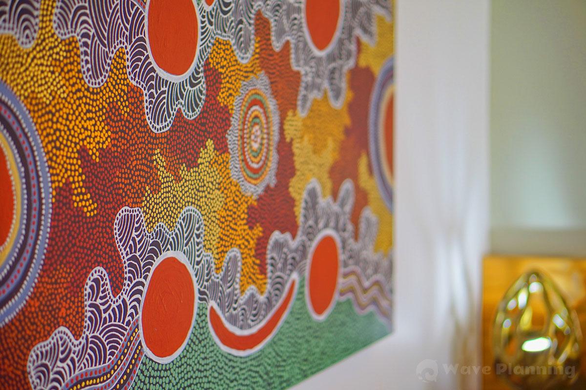 壁に飾られたアボリジナル・アート