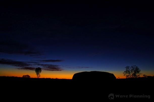 西の空にまだ少しだけ残った夕焼けを愉しみながら、アウトドア・ディナー