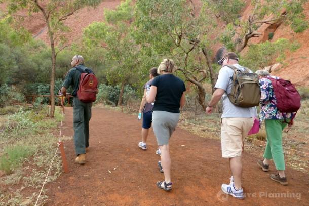 国立公園レンジャーによる無料ガイド マラ・ウォーク