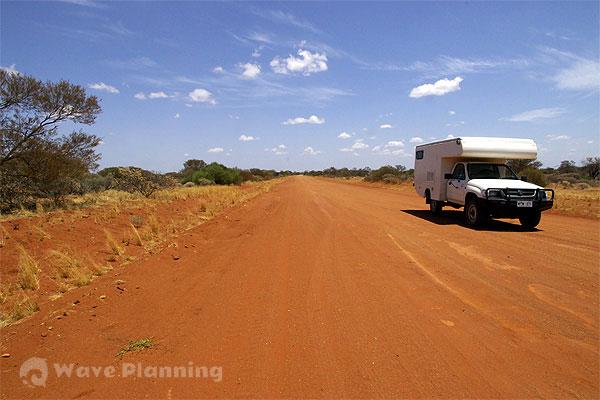 オーストラリア縦断7,000キロ!シドニーからダーウィンまで陸路を行く21日間ライブ