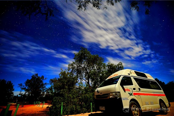 キャンプ場に広がる夜空
