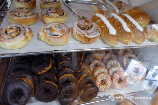 ショーケースに並ぶ菓子パンたち