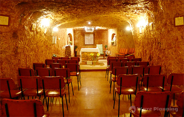 クーバーペディの小さな地下教会