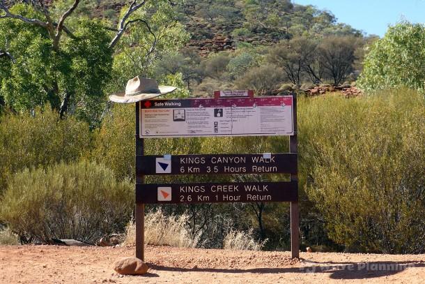 国立公園のウォーキング・コースのサイン