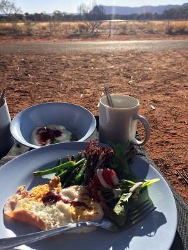 キャニオンを眺めながら朝食!(iPhoneにて撮影)