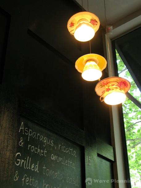 セルフ・プリザベーションのカップ&ソーサーを使ったペンダント・ライト