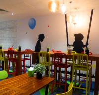ポップなデザインのカフェ・レストラン
