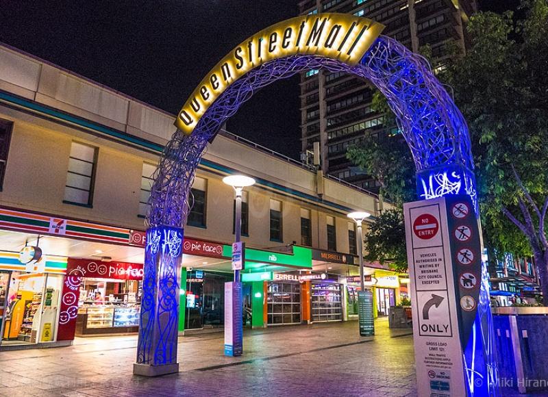 夜のクイーン・ストリート・モール