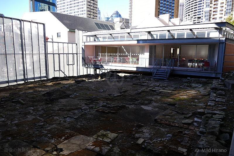 敷地内に残された遺跡と学習センター
