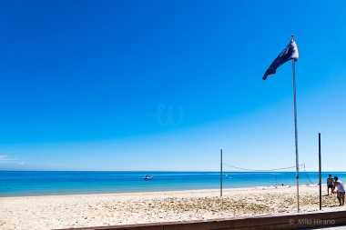 美しいビーチではビーチバレーもできる