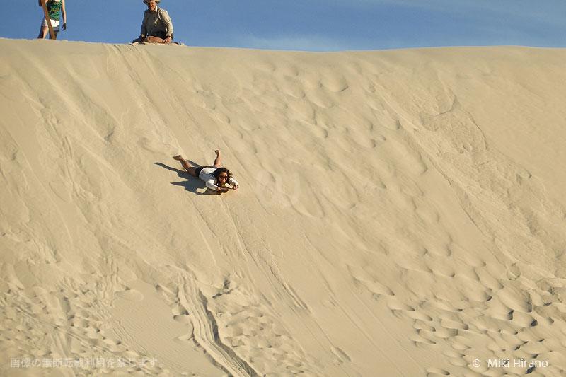 モートン島中央部の砂丘でサンドボード体験!