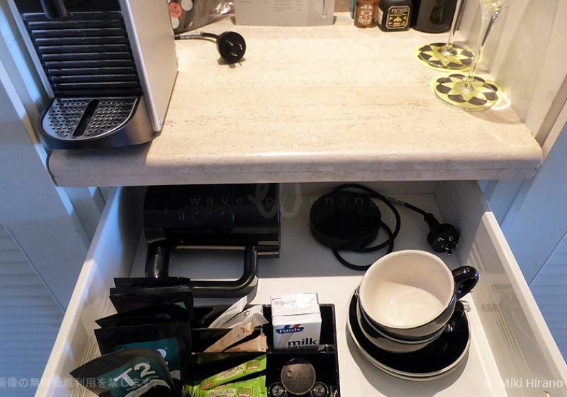 ネスプレッソ・マシーン(カプセル式コーヒー)と紅茶などのセット