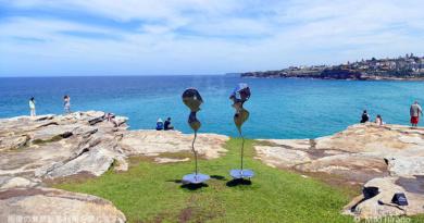 心地よい潮風に誘われて、海辺のオープンエア・ミュージアムへ ~スカルプチャー・バイ・ザ・シー