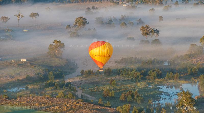 すべてが美しく輝くマジック・アワーを堪能する熱気球