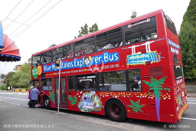 ブルーマウンテンズの主な観光スポットで乗り降り自由な乗り降り自由なホップ・オン・ホップ・オフ バス。