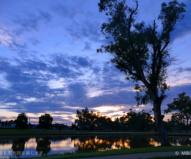 川面に映る景色が美しいフォーブスの夕暮れ