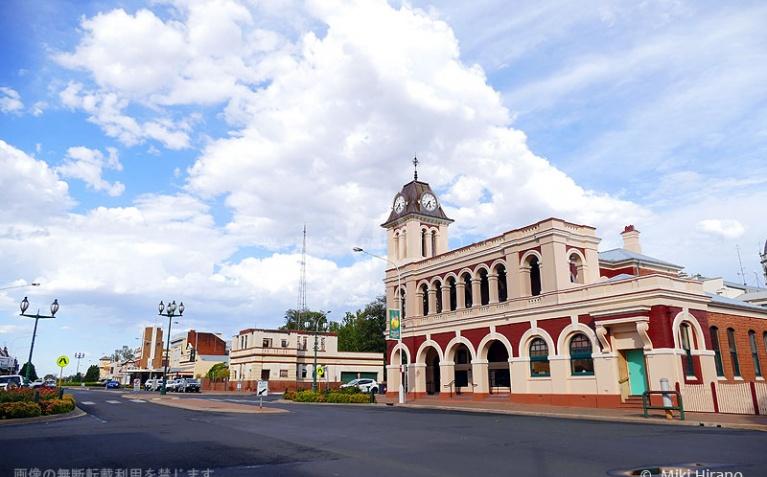 歴史を感じるフォーブスの市庁舎
