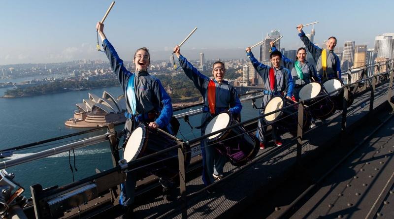 シドニーハーバーブリッジの頂上で世界初の和太鼓演奏